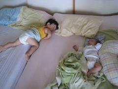兄妹でお昼寝