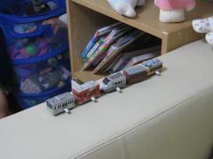 一列に整然と並んだ電車たち