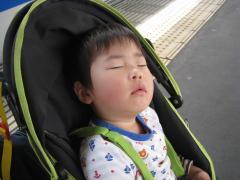 疲れて寝ました