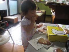 鳩サブレーを食べる
