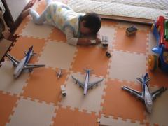 せんのすけ、飛行機を並べる