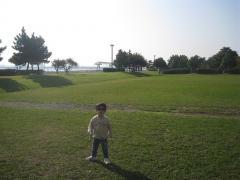 城南島海浜公園の芝生にて1