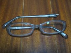 壊されたメガネ1