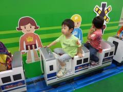 プラレール新幹線に乗る