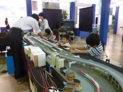 せんのすけ鉄道模型を操縦する