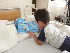 ひこうきの本を読む2