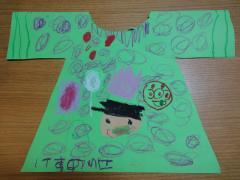 幼稚園で作った紙のお洋服