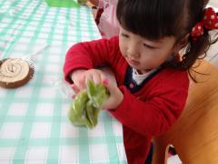 ツリーを模した緑色のクリーム