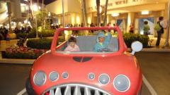 マイクの車で記念撮影